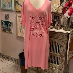 Lovely soft night shirt in pink 26/28 $10